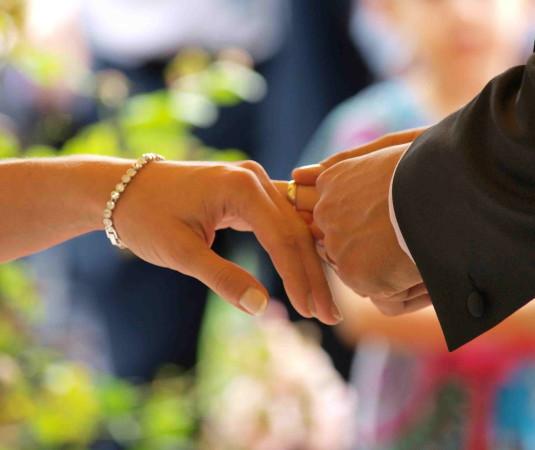 Placing_a_wedding_ring